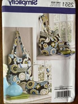 Simplicity pattern 2551, tote bag, zippered purse, wallet. U
